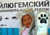фото в оригинальной барсиной шапке(С)М.Ерленбаева