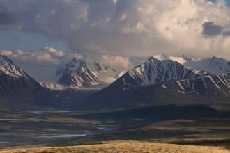 Вид на Алахинский ледник и исток реки Ак-Алахи - Фото Игоря Хайтмана