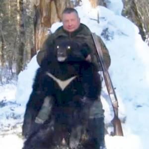 Жилвинас Повилонис в Хабаровском крае с убитым гималайским медведем