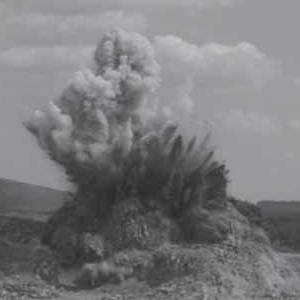 на полигоне гарнизона Сосновый Бор под Улан-Удэ военные взрывают остатки своего