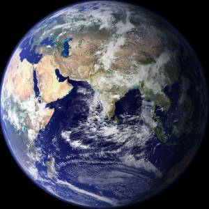 Заставка. Земля в иллюминаторе