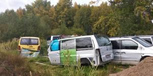 Активисты ОНФ призывают надзорные органы разобраться со свалкой старых автомобилей в жилом секторе Кирова