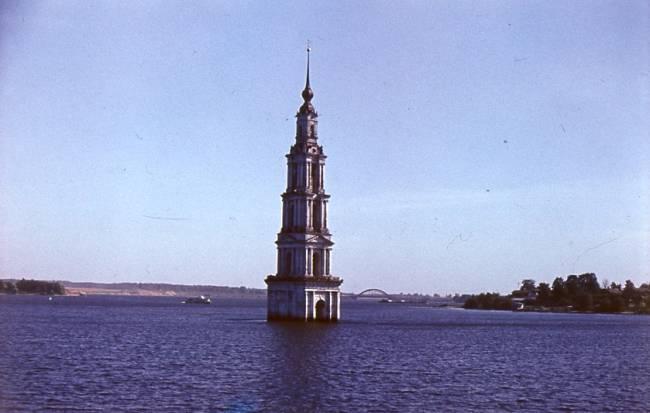 1. Затопленная Калязинская колокольня