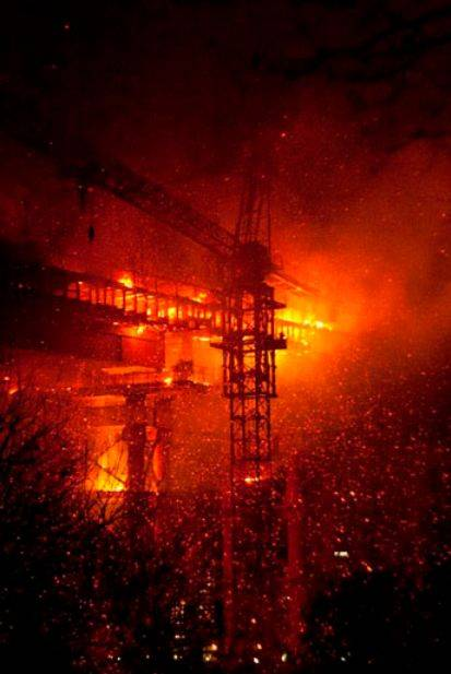Пожар на строящемся мосту через бухту Золотой Рог