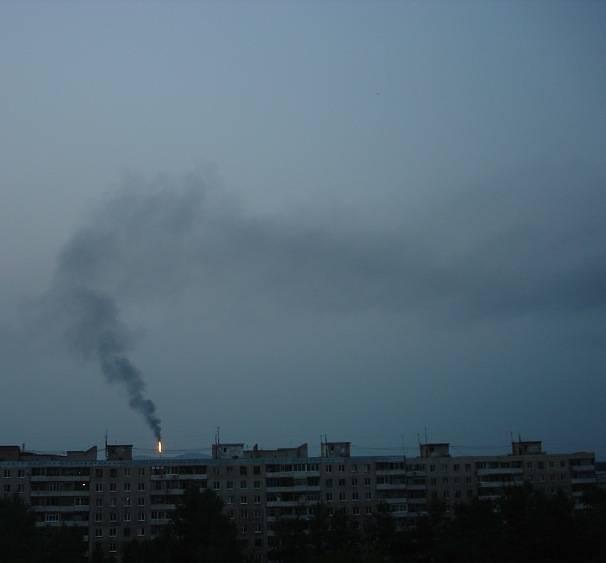 "Выбросы ООО ""РН-КНПЗ"", июль 2012. Фото: knpz.gallery.ru"