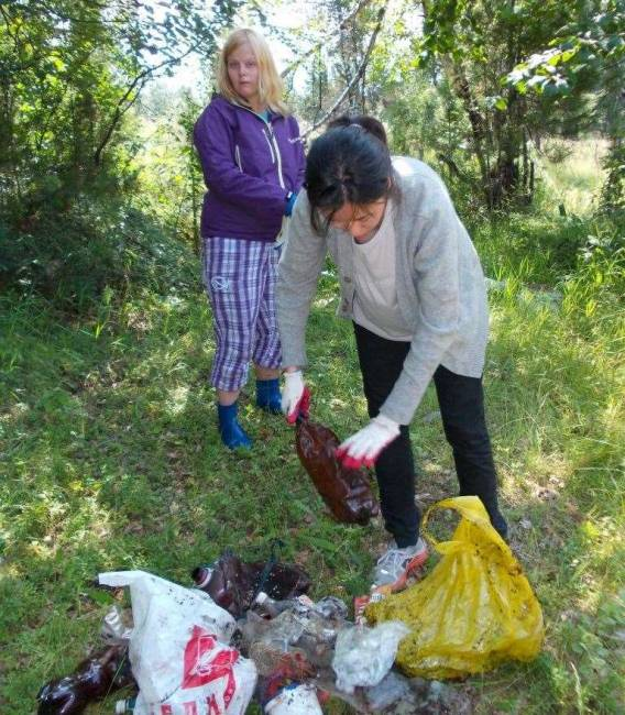 Волонтеры Всемирного наследия ЮНЕСКО сохраняют чистоту берегов Байкала