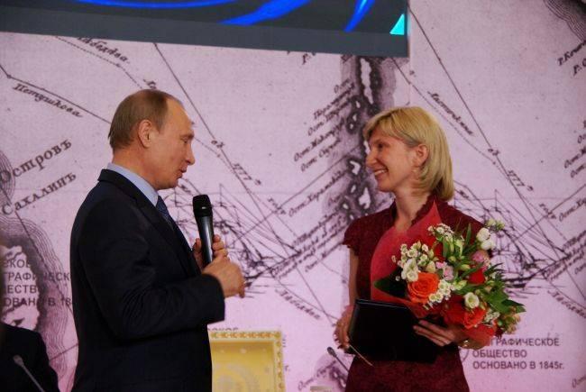 Сертификат из рук президента страны