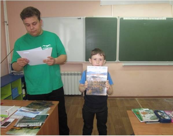 Вручение сертификатов по конкурсу в Курьинской СОШ. фото Карташова А.В.