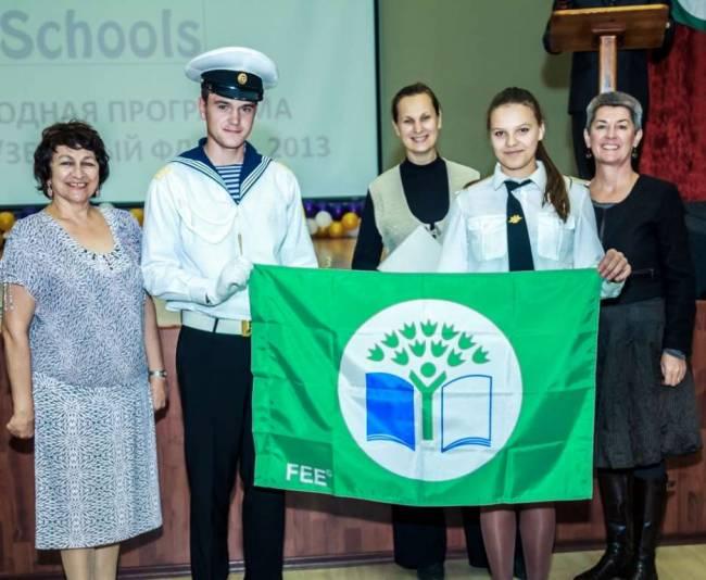 УИКВТ - Усть-Кутский институт водного транспорта получил первый флаг.