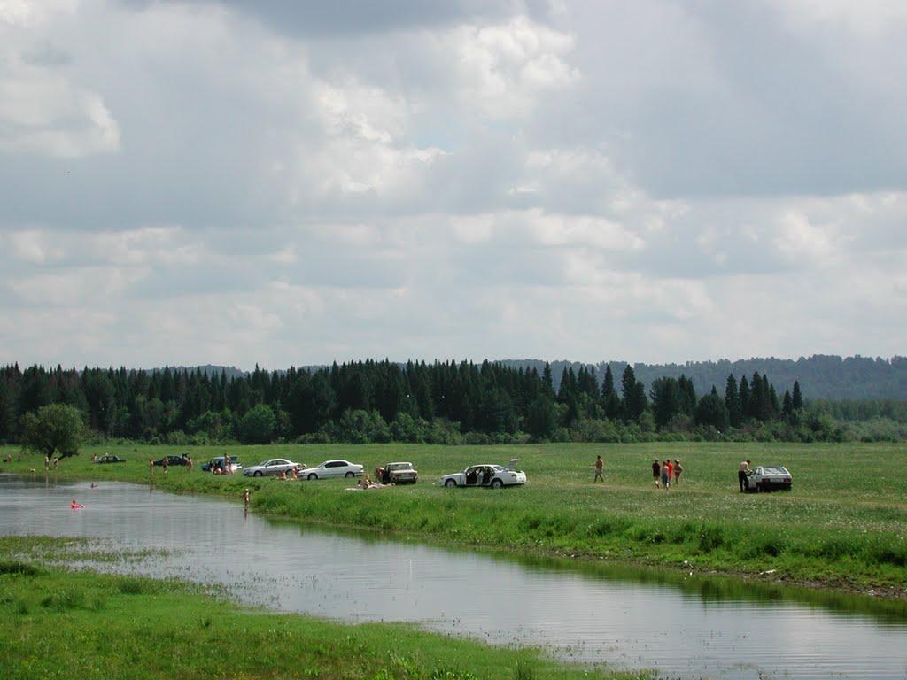 Отдыхающие на Коларовских озёрах в летний период
